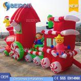 In het groot Kerstmis die van de Douane Trein van Kerstmis van Ornamenten de Opblaasbare verfraaien