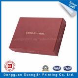빨간색 황금 로고를 가진 인쇄된 서류상 엄밀한 선물 상자