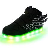 5개의 색깔을%s 가진 LED 운동화가 날개에 의하여 농담을 한다