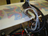 機械を作る機械またはホイルのヘリウムの気球を作る誕生会の気球