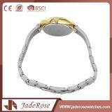 Montre-bracelet d'acier inoxydable de quartz d'agrafe de pliage de mode