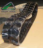 A máquina escavadora segue as trilhas de borracha (180X72)