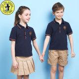 Uniformi scolastichi internazionali per i capretti