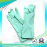 Het schoonmaken van de Beschermende Waterdichte Handschoenen van het Latex voor het Werken