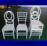 混戦のプラスチックによって編まれる椅子型