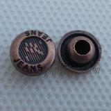 方法ブルー・ジーンズのデニムの金属ボタンのリベット