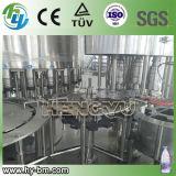 Enchimento do copo da água mineral do GV e máquina da selagem