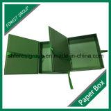 Rectángulo de papel del regalo de lujo con la cinta