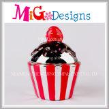 陶磁器のカップケーキバンクのポルカドットのフロスティングの銭箱