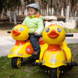 아이들의 장난감 차 - 노란 오리에 전기 탐