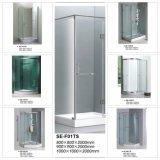 Quarto quadrante para chuveiro com porta deslizante aberta