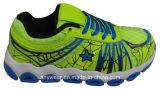 Le sport d'enfants chausse des chevreaux exécutant les chaussures (415-8430)