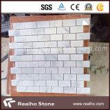 中国の純粋で白く白いカラーラの大理石の石造りのモザイクデザイン