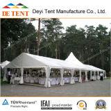 Tent mixta con techo especial para el partido, boda, evento