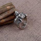 型のリングの高い磨かれた動物の宝石類のリングのホールダーのオオカミのリング