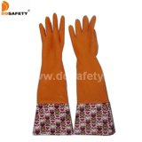 Gants fonctionnants de ménage de latex de fleur de conception de manchette orange de PVC (DHL712)