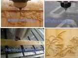 Máquina do CNC para a gravura de madeira e o corte