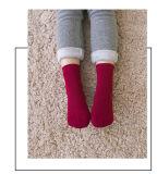 暖かい子供の冬のソックスか床のソックス
