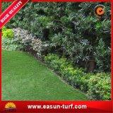 Cerca colorido jardín de hierba artificial para el jardín