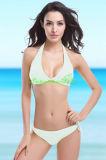 Heißer reizvoller Halter-Oberseite-Bikini für Frauen