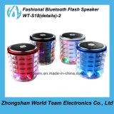Glänzender Bluetooth Lautsprecher mit Taschenlampe
