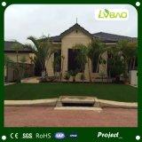 泥炭の人工的な草を美化する庭の装飾