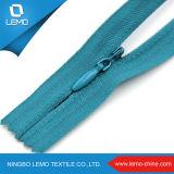 Незримая лента шнурка застежки -молнии с слайдером падения воды