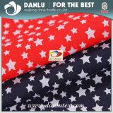 La tela 100% de algodón con la estrella imprimió para la ropa