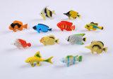 Le plastique d'enfants joue les jouets en plastique animaux pour des gosses