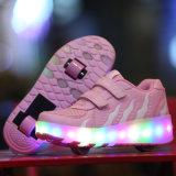 De Schoenen Rollerlight van de Rolschaats van de Jonge geitjes van de LEIDENE Schoenen van de Rolschaats op Schoenen