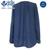 濃紺のテザー円形カラー長袖の優雅なブラウス