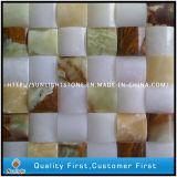 部屋の装飾のための黄色く白いオニックスの石の大理石のモザイク壁のタイル
