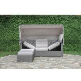 テラスの屋外の庭の家具の柳細工の藤のソファー