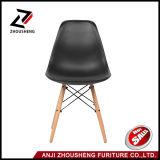 Moderne Entwerfer-Aufenthaltsraum-Stuhl-Eiffel-Großhandelsreplik Emes, das Plastik speist, sitzt Zs-108 vor