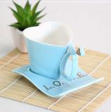 Белое голубое розовое творческое сердце сформировало подарок 120ml керамической кружки молока кофейной чашки установленный