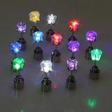 강하게 최신 선물을 8개의 색깔 LED 다이아몬드 장식 못 귀걸이 추천하십시오