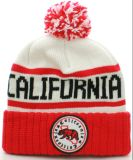 販売POMの帽子の帽子のための冬POMの帽子によって編まれる帽子