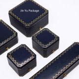 Rectángulo de empaquetado de la joyería plástica hecha a mano del regalo con insignia de la hoja de oro