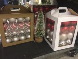 Nuevas bolas materiales de la decoración de la Navidad con el embalaje del rectángulo del PVC (recepción del OEM)
