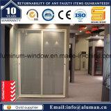유리제와 장식적인 단철 석쇠 디자인을%s 가진 안쪽 문