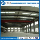 Vertiente diseñada casa prefabricada del acero del panel de emparedado de la fuente de China