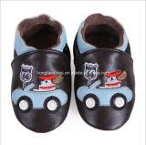 方法はいちごパターンをからかう: 革赤ん坊靴