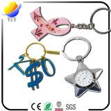 Figure differenti belle degli anelli chiave in lega di zinco del metallo