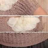 女の子の植物相のピンクの不足分の袖によって編まれるセーター