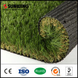 A grama ajardinando artificial do melhor jardim material do PPE do prêmio