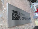 전시 실크스크린 알루미늄 패를 광고하는 힐튼 호텔 룸 벽