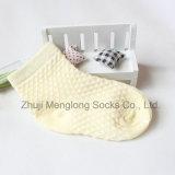 Peúgas do algodão do engranzamento do verão para o bebê