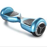 Un auto delle due rotelle che equilibra il veicolo elettrico di Escooter