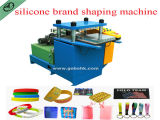 Multi Farben-Silikon-Gummi Debossed Wristband, der Maschine herstellt