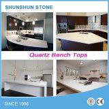 台所のための人工的な白い輝きの水晶石のカウンタートップ